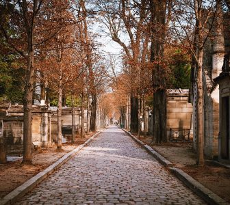 Pere Lachaise Cemetery Guided Walking Tour – Private Tour in German